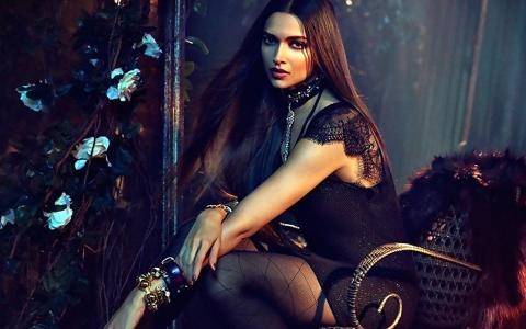 Deepika In Black装壁纸