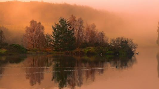 Magical Isl Lake In Coral Morning wallpaper