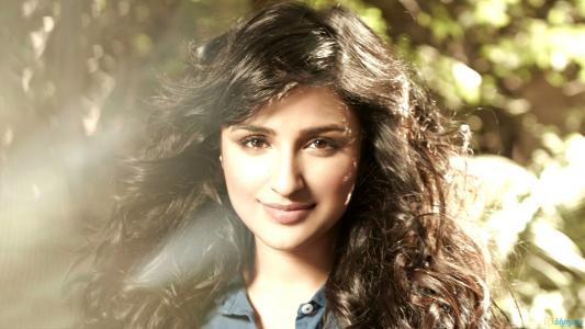 Parineeti Chopra 2013高清壁纸